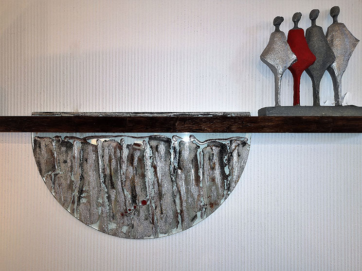 Wandobjekt Baumkante trifft auf Glasobjekt, 160 x 40 cm, 490,- Euro, Figuren 79,- Euro